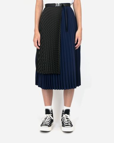 不對稱剪裁百褶裙